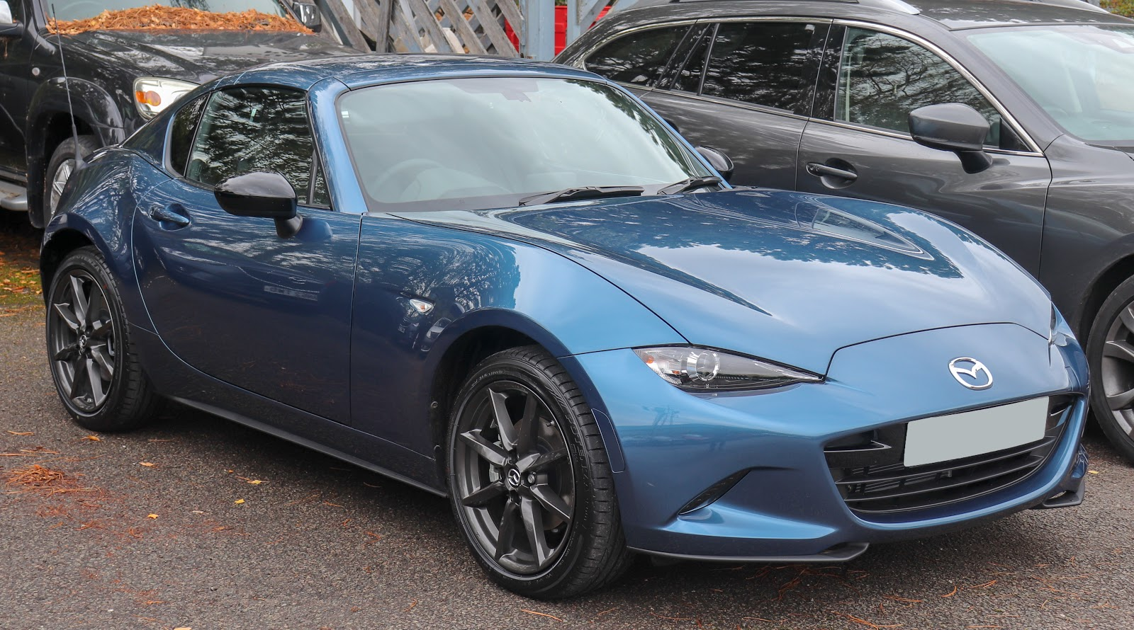 Photo of used Mazda convertible on sales lot