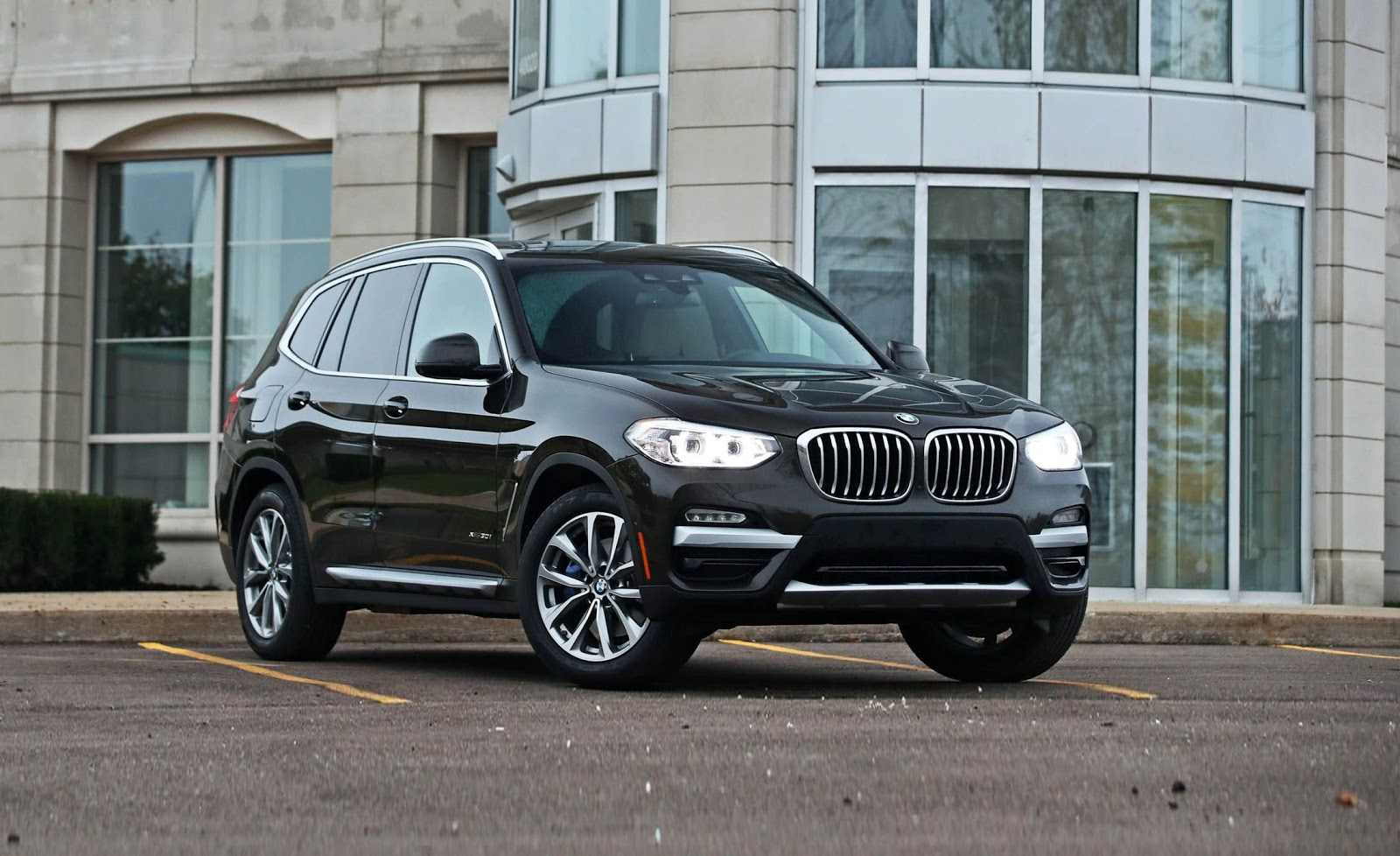 Photo of used luxury SUV