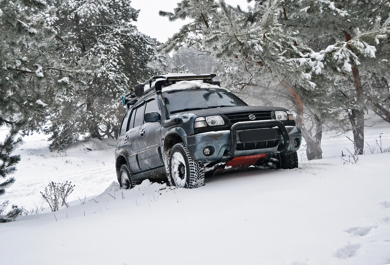 Photo of SUV in snow